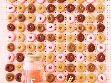 不怕長螞蟻嗎!婚禮佈置用甜甜圈牆正夯