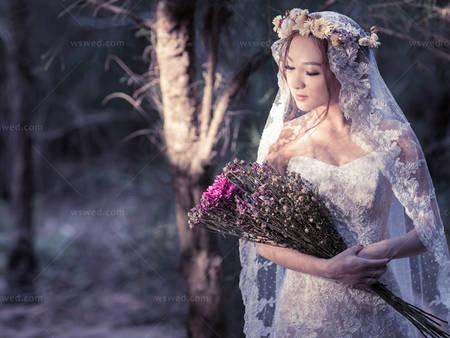 拿著鳥兒們祝福的花束偷偷見證❤愛情森林的夢幻婚禮