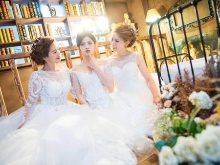 誰說只有情侶才能拍婚紗,我們閨蜜也要來慶祝專屬於好姊妹的Friends Day!