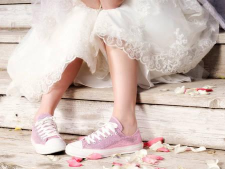小白鞋配婚紗讓妳裝嫩無極限!女星瘋穿這幾雙,年齡瞬間少10歲