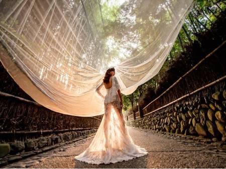 誰說婚紗一定要白的?大膽又不失優雅的裸色婚紗正當道!