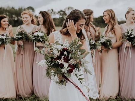 古典玫瑰粉榮登!2018年度最佳伴娘禮服色 我的閨蜜也要穿得美美搭❤