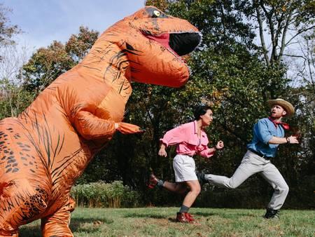 超有戲!扮雷神、美國隊長、跑給恐龍追 拍婚紗也能很「搞怪」✌