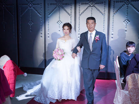 大解析!為何台灣人的婚禮 都是爸爸牽女兒進場呢?