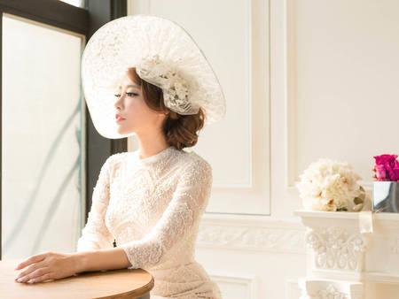 如何重現復古典雅?婚紗畫龍點睛的單品就靠它!