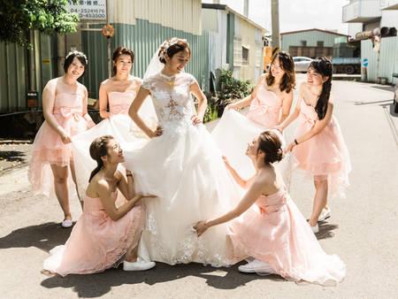 閨蜜們一起穿上!公佈2019年最受歡迎的伴娘服色系
