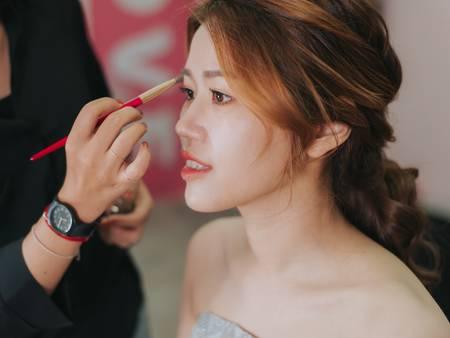 還不會化妝嗎?讓專業的美妝Youtuber來教你!