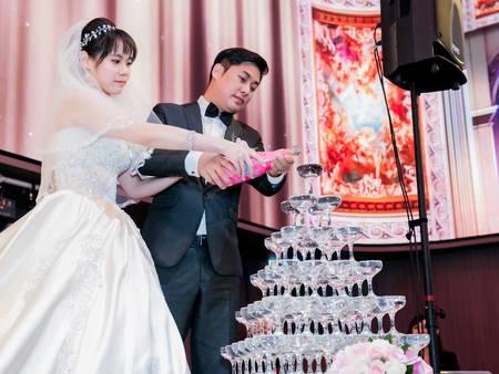 你可能不知道?婚禮必備「香檳塔」原來是這個用意!