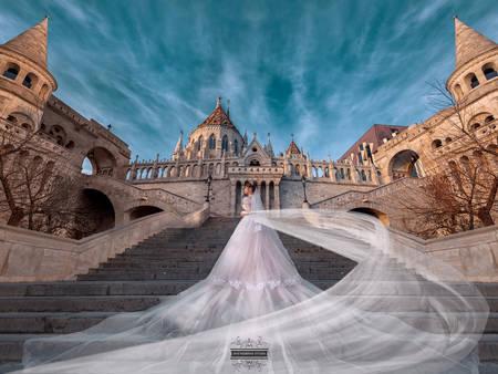 「樓梯」浪漫爆棚!婚紗攝影的經典角度,化身仙杜瑞拉的魔法時刻♥
