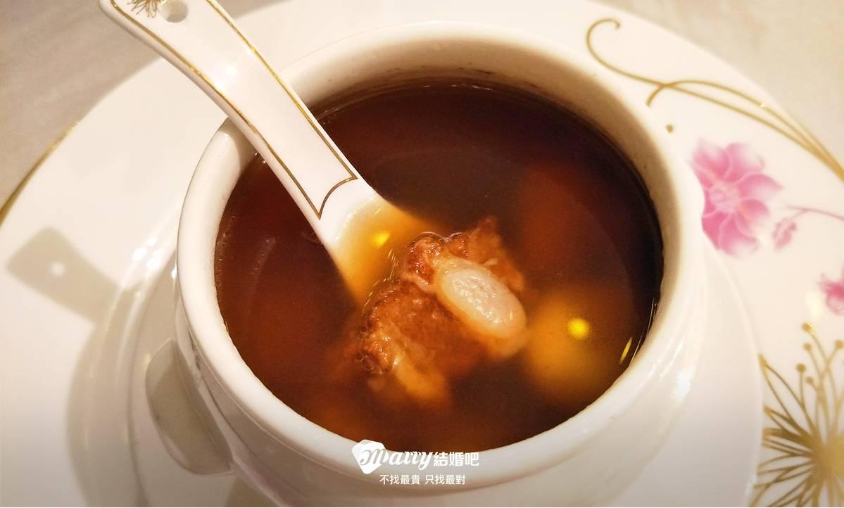 湯頭喝起來清爽不油膩,一下子就喝光了