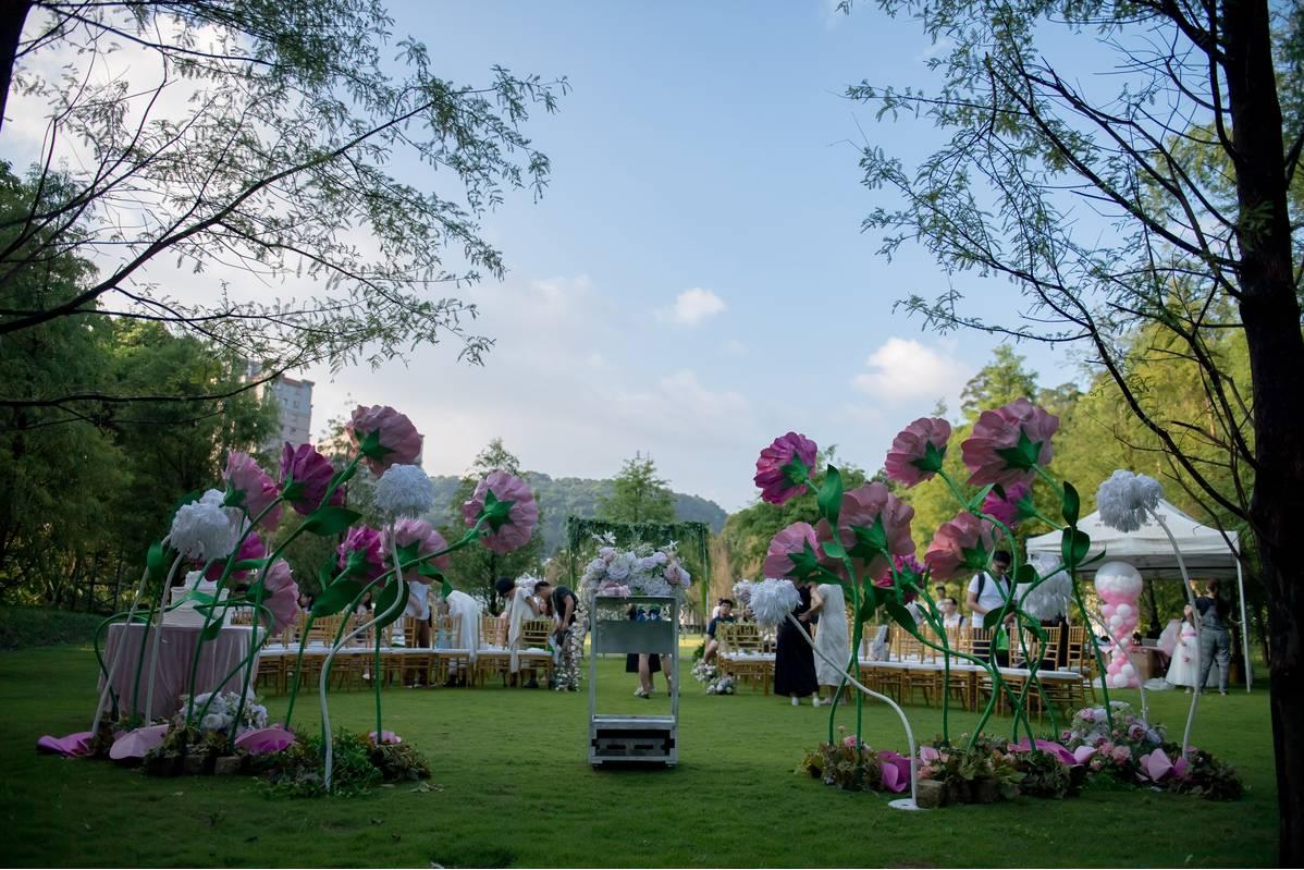落羽松森林戶外證婚,不需過多的裝飾,就能很有氣氛