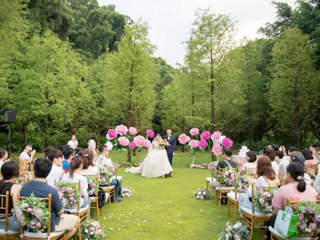 直接把婚禮辦在森林?來青青食尚花園會館 規劃一場「落羽松森林婚禮」吧❤