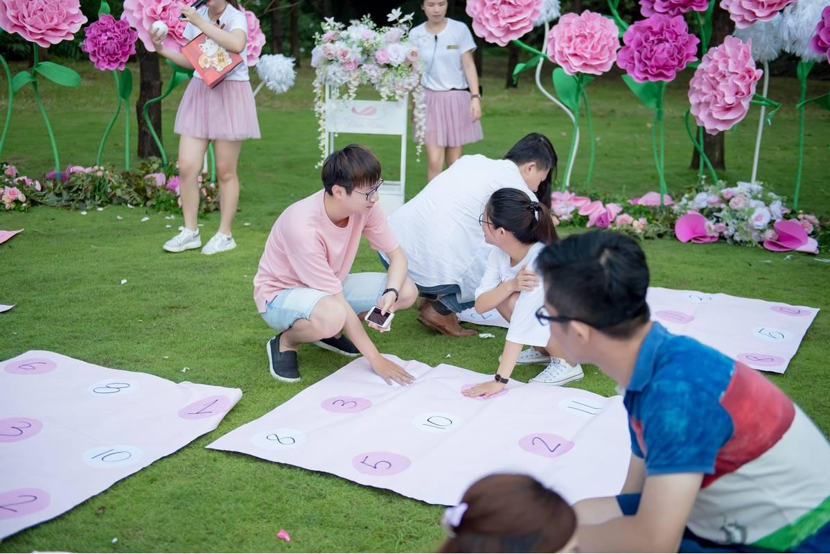 這次參加落羽松森林戶外證婚的新人,青青還有準備小遊戲給新人玩