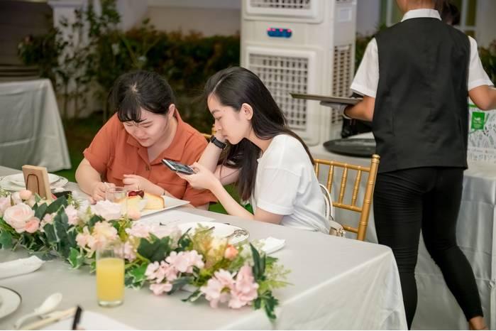 青青食尚花園會館2019年全新打造的戶外宴會廳,桌數最多可以容納40桌