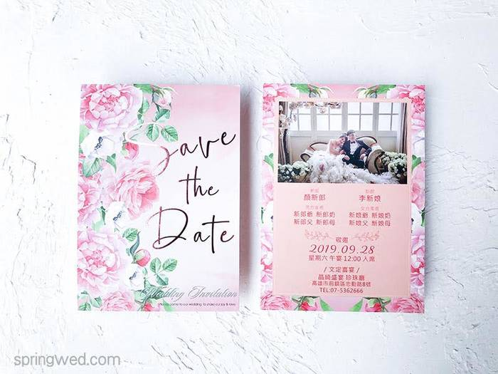 粉色花朵盛開綻放在春天,夢幻色調充滿春意盎然的婚卡!