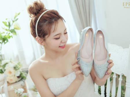 日韓、歐美都在瘋!尖頭鞋的3種穿搭LOOK 讓腿在視覺上顯得又細又直><