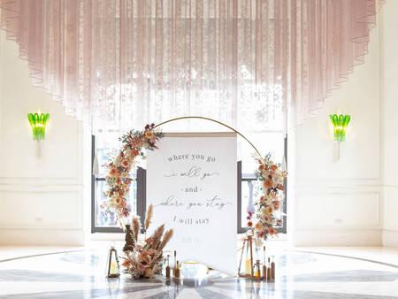 2022 婚佈趨勢搶先看:婚禮佈置≠拍照背板 村花弄囍巧用拱門及花柱 將沉浸式體驗帶入你的婚禮